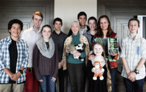 Miani Rose presenting SBN's International Patron, Dame Jane Goodall with the Primary Perspectives World Environment Day Eco Hero Award 2014.  SBN's team L-R Rupert, Frank, Hannah, Alex, Joe, Broden, Circe, Miani and Harry